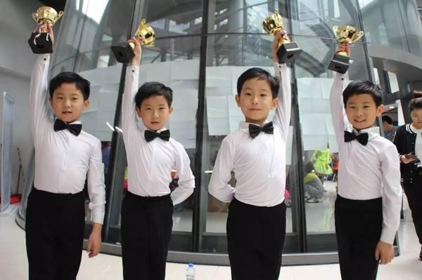 深圳四胞胎很有钱家庭困难造假?四胞胎母亲曾打掉女双胞胎真的吗