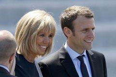 法国总统马克龙大24岁妻子长得好难看,马克龙和妻子情史有孩子吗