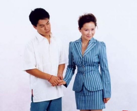 蔡明的老公是谁照片简历曝光 蔡明孩子丁丁个人资料家庭背景揭秘