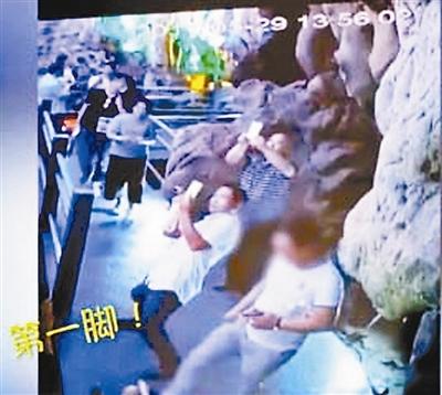三脚踢断钟乳石男子被罚款了怎么还拘留?钟乳石怎么形成很值钱吗
