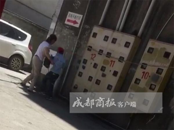 宜宾女子9秒揍儿子8拳虐子细节完整视频,李英是继母吗精神有病吗