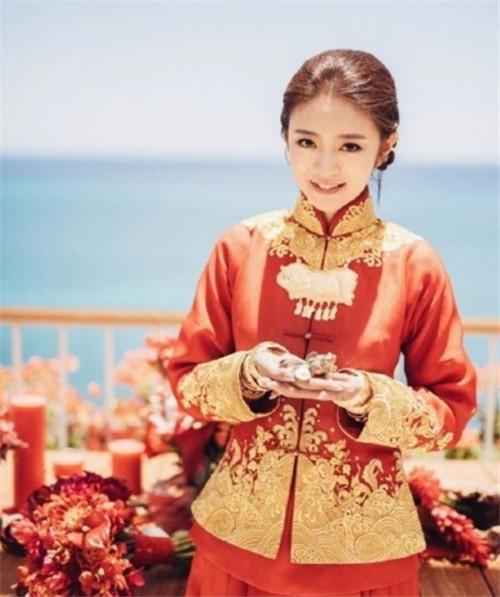 安以轩中式礼服居然是于正设计的,安以轩结婚于正去了吗关系怎样