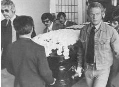 李小龙是怎么死的视频曝光被谁害死的 李小龙为什么葬在美国原因