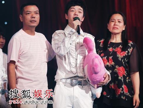 王栎鑫是富二代吗天涯家庭背景遭扒 王栎鑫老婆吴雅婷来历曝光