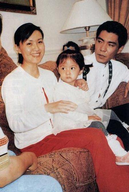 于明加是方舒女儿父亲于世立照片?于明加为什么叫贵姐一次多少钱