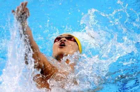徐嘉余100米仰泳夺冠视频,徐嘉余资料是温州富二代吗父母做什么的
