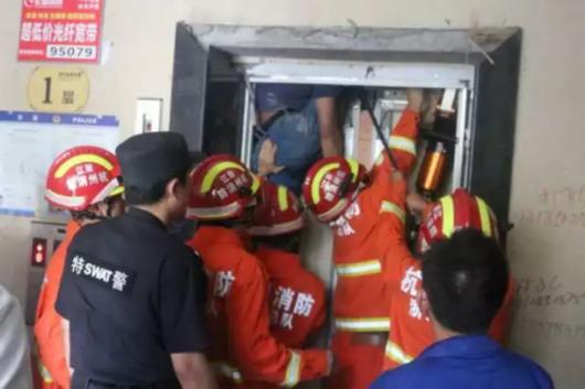 杭州电梯维修工被卡死现场惨不忍睹,事故原因监控死前挣扎全过程