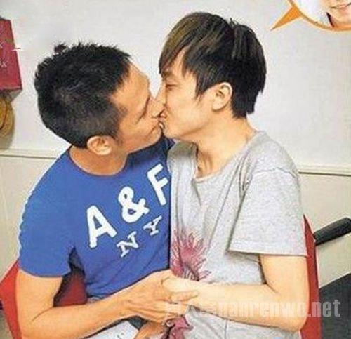 吴青峰出柜被eason强吻图片曝光 吴青峰男友刘雨凯什么关系揭秘