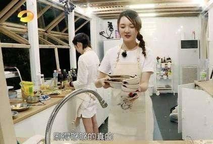 中餐厅靳梦佳是谁到底什么来头?靳梦佳勾引赵雷在休息室室啪啪图