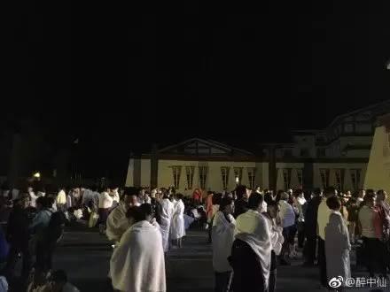 九寨沟地震幸存者惊魂逃难实录,灾后现场建筑车辆惨状触目惊心图