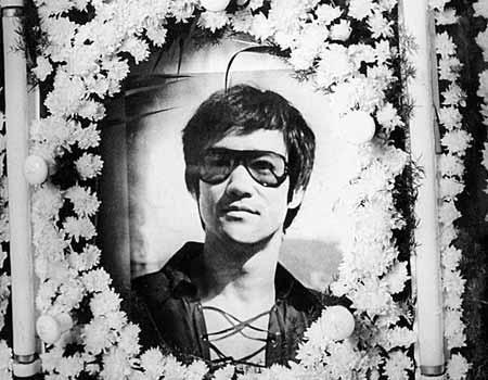 李小龙怎么死的原因揭秘 李小龙死因和香港演艺圈有关真相曝光