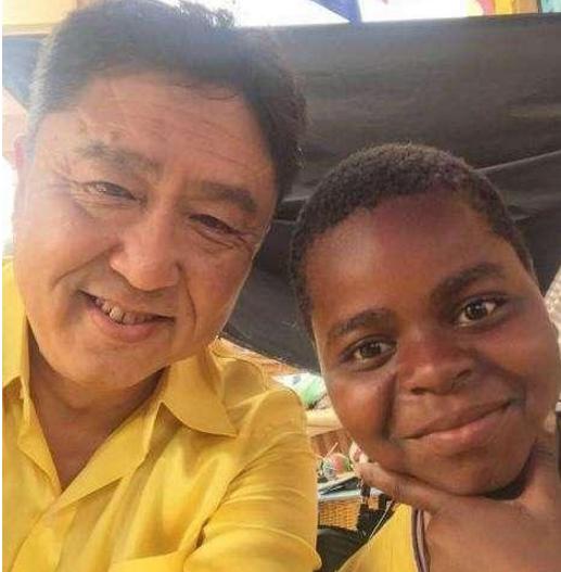 吴京干儿子Tundu是哪国人父母是谁照片, Tundu作品介绍怎么出道的