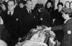 阿根廷前国母贝隆夫人有儿女吗,遗体遭侵犯变很小之谜木乃伊照片