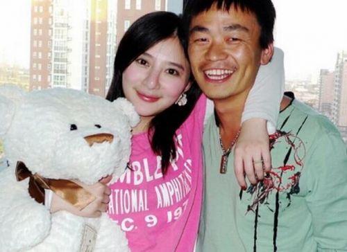 熊乃瑾为王宝强怀孕大肚照片流出, 揭两人怎么认识的前后恋情始末
