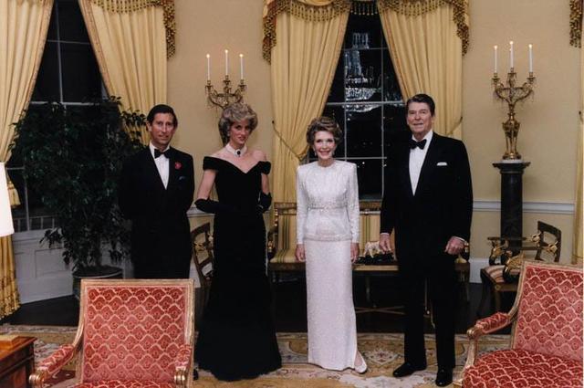 查尔斯会怀念戴安娜吗愧疚扫墓画面?查尔斯被逼婚娶戴安娜落泪照