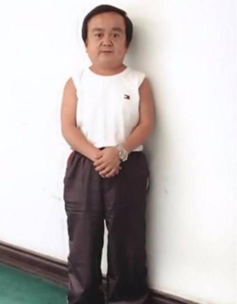 演员张伸身高只有1.15米真的吗作品介绍, 张伸老婆孩子多高照片