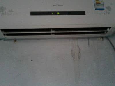 空调室内机突然漏水是什么原因?室内空调漏水如何解决方法步骤图