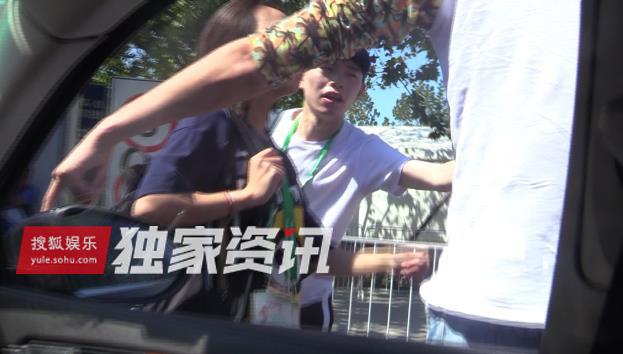 张碧晨当街爆粗口骂什么助理挑衅视频,张碧晨人品差是谁的私生饭