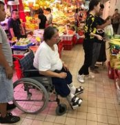 洪金宝坐轮椅照片是得了什么病吗?洪金宝包养范冰冰真相激吻照片