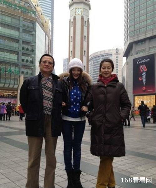 李小璐的父母资料简介家庭背景曝光 李小璐父母离婚了吗真相揭秘