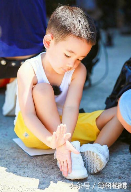 陈小春儿子Jasper资料最新照片曝光 陈小春儿子中文名叫什么揭秘