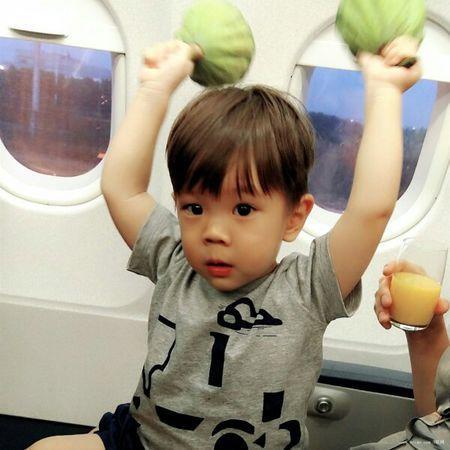 杜江儿子嗯哼大名叫什么多大了?嗯哼是混血儿吗为啥长得不像杜江