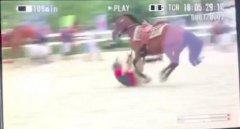 吴秀波意外坠马头和身体被马踩惊恐一幕图, 吴秀波受伤严重吗?