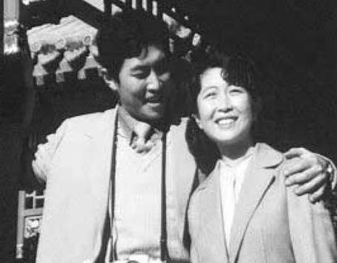 唐国强两任妻子分别是谁资料照片, 唐国强前妻上吊自杀图片真相