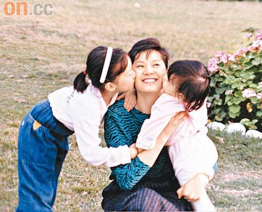 甄子丹和岳母差几岁年轻时照片好漂亮,甄子丹岳母干嘛的老公是谁?