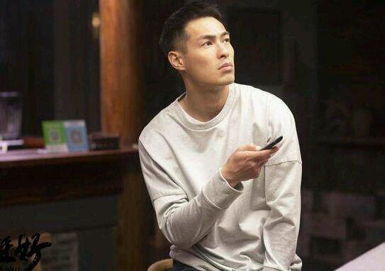 杨祐宁新恋情曝光,杨祐宁与一神秘女子先后回到同一公寓