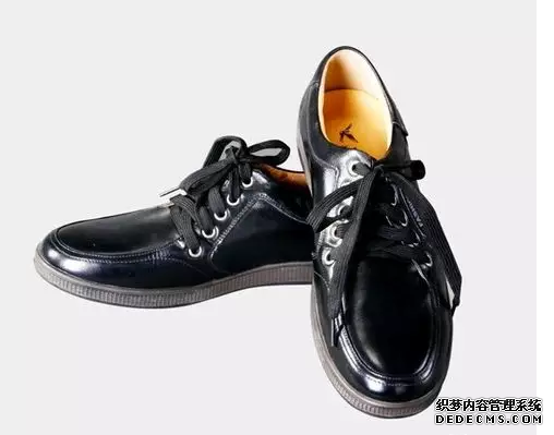 男生牛仔裤配什么鞋好看 硫化鞋和帆布鞋的区别