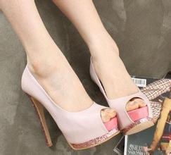 高跟鞋大了不跟脚怎么办?女人穿高跟鞋既舒服又优雅的6大秘诀